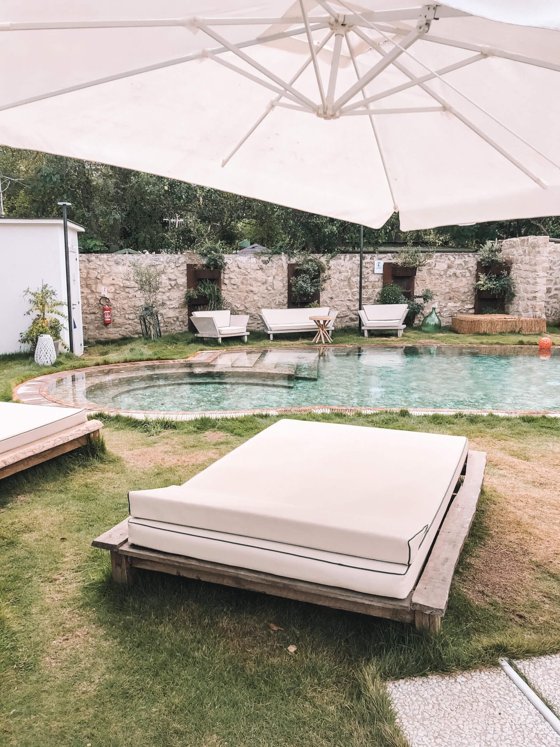 Swimmingpool Procida - Travel & Gems